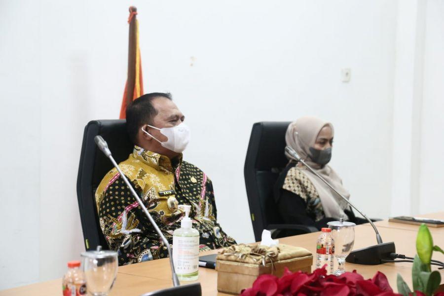 Bupati Dampingi Ketua Dekranasda Ikuti Webinar dan Talkshow Toba Jou- Jou