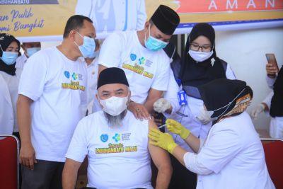 Perdana, Bupati Labuhanbatu Orang Pertama di Vaksin Covid-19